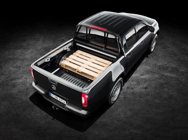 Mercedes har utvecklat kåpor, lastbågar och liknande tillbehör specifikt för modellen.