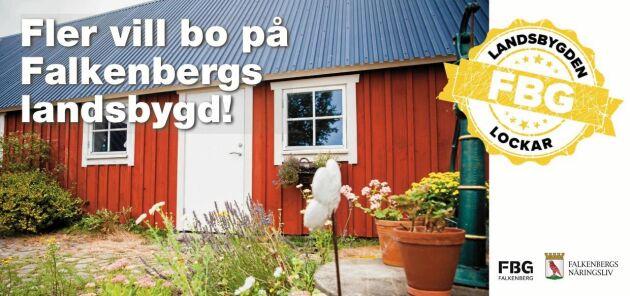 Fint rött hus på vykortet - roligare att få än ett traditionellt brev från kommunen.