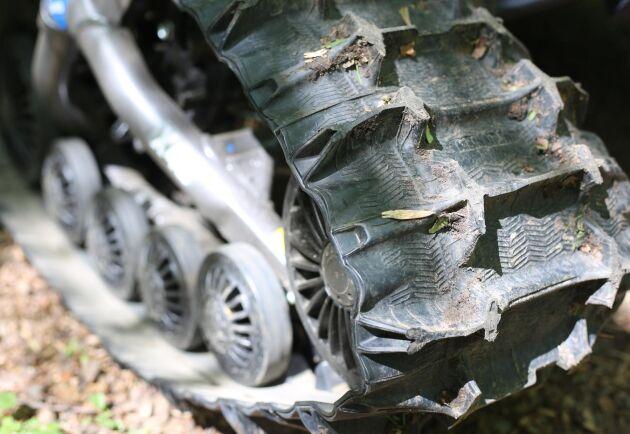 Banden som ersätter hjulen kostar 40 000 kronor.