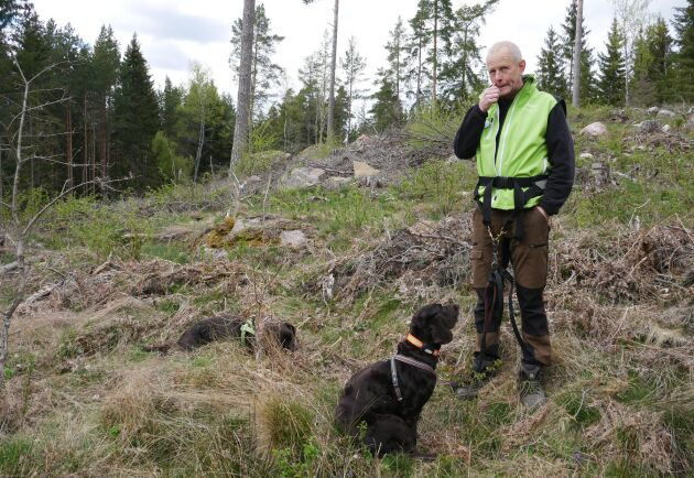 Jonas Edlund är lantbrukare, skogsägare och passionerad jägare. Hans hundar är till stor hjälp när han jagar hjort, men viltet är svårjagat.