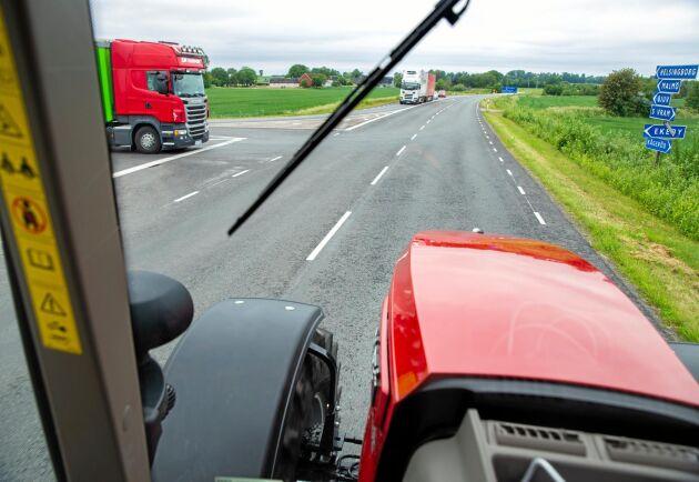 Planering. Att läsa av trafiken och planera körningen för att slippa bromsa är ett bra sätt att spara bränsle på.
