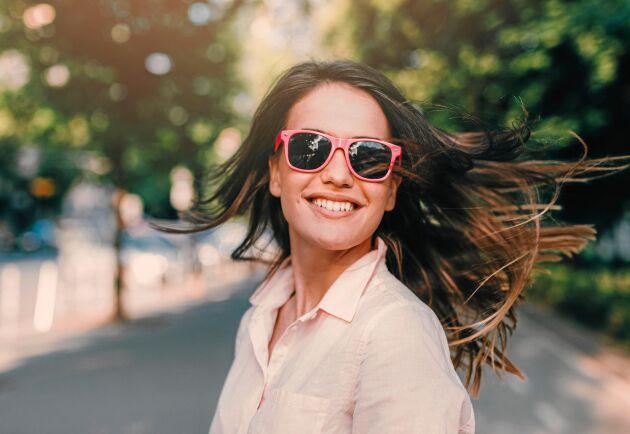 För mycket sol utan glasögon kan skada dina ögon allvarligt.