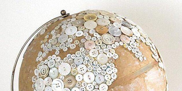 Knapphändig jordglob visar världen