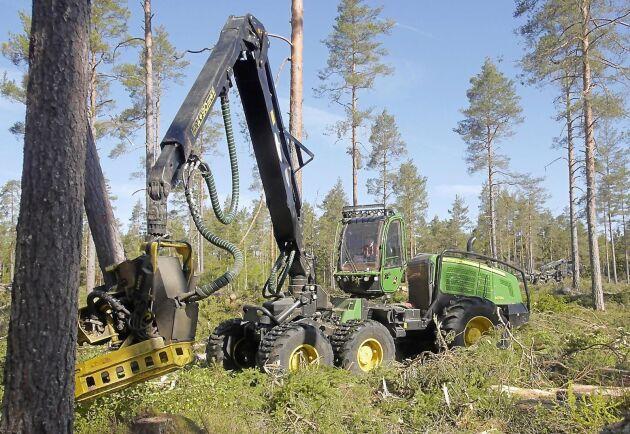 SLU:s reviderade beräkningar innebär en sänkning av referensnivån för skogsavverkning.