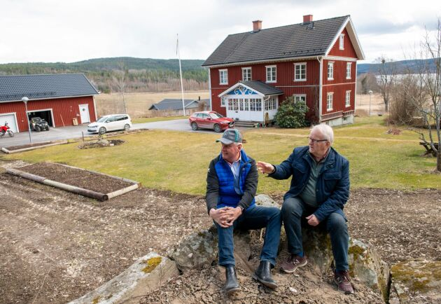 Grannarna Ingemar Gustavsson och Kjell Gustafsson i Brevik, Åmotfors, har beställt solceller till sina tak. Först skulle de inte få den nya skattereduktionen på 15 procent. Då ändrade sig Skatteverket. Nu får de avdrag.