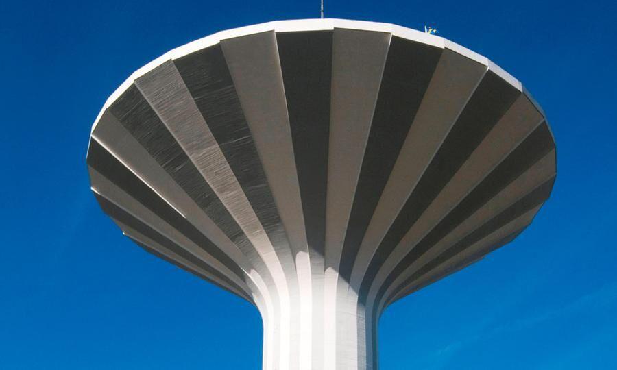 I det 58 meter höga Vattentornet ska löparna springa 444 varv.