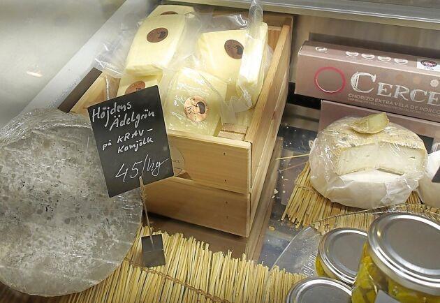 Efter fjolårssommarens svåra torka planerar nu Höjdens mejeri att utöka produktionen av ostar.
