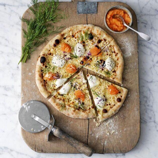 Att Pizza Bianca på Västerbottensvis är ostmästarens favorit förstår man i samma ögonblick man sätter tänderna i den. Himmelskt god!