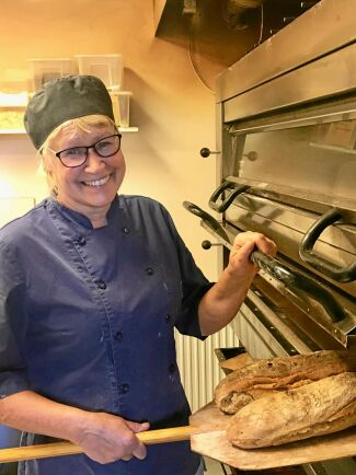 Susanne Lindqvist driver bageri och kafé hemma på gården.