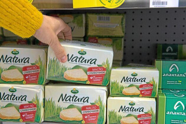 Smör en bristvara. Arlas ryska smör paketeras idag i Moskva på importerad råvara från Uruguay. I framtiden hoppas Arla kunna tillverka den på rysk möjlk. Svårigheten är bara att få fatt i tillräckligt mycket fet råvara. Foto: BÖRGE NILSSON/Textra