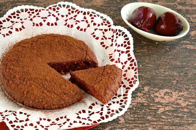 Rödbetorna gör chokladkakan saftigt god.