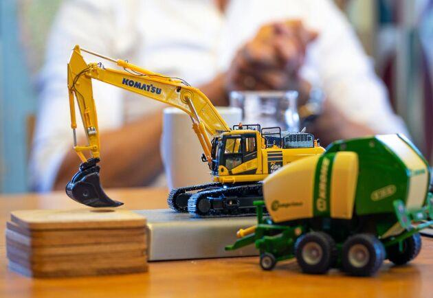 Gröna och gula maskiner väger lika tungt i bolaget och så ska det vara även framöver.