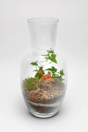 En gren murgröna och en litet åderblad. Fast snyggast av allt är skikten med sand som syns genom glaset. Foto: Istock.