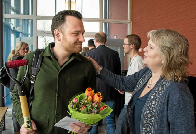 Karin Mann från Kvänum var en av många på LRFs regionstämma i Vara som var framme och tackade Michael Verdicchio för hans arbete.