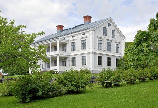Svenskarnas drömbostad är en herrgård på landet, visar en ny undersökning.