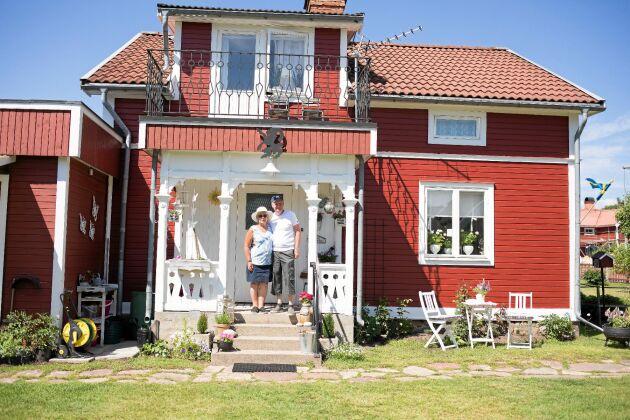 I Valbo har Carina och Kent hittat sitt drömhus, ett äldre hus från 1900-talet som är inrett i retrostil.
