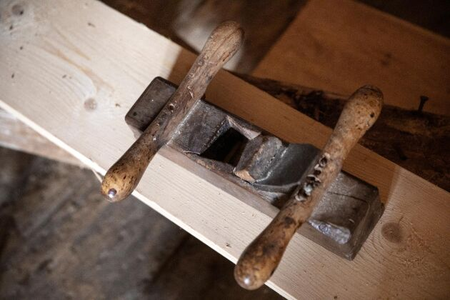 Handhyveln som Johan har använt till både golvplank och väggpanel.