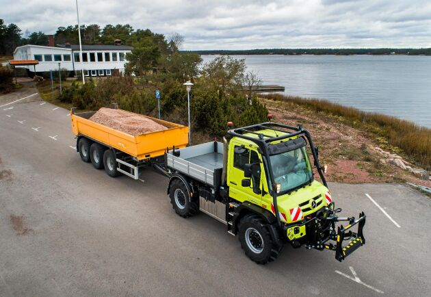 Metsjövagnen lastar drygt 20 ton med vanlig dragstång. Med svanhalsdrag på vagnen och 110 millimeter mittmonterad kulkoppling istället för flak på traktorn ökar lastförmågan ytterligare.