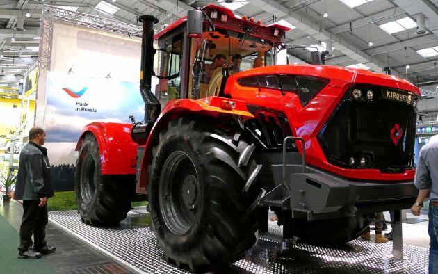 På Kirovfabriken i St Petersburg byggdes den första sovjetiska traktorn, Fordzon-Putilovets, byggd på Fordson. I dag görs enbart midjestyrda Kirovets.