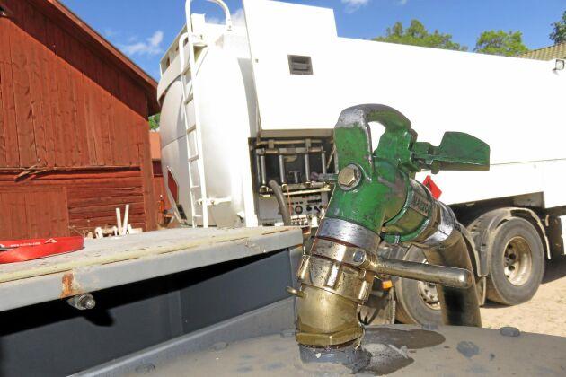 Jordbruksverket uppskattar att den motorbränslebaserade kompensationen för torkan 2018 blir cirka 2700 kronor per kubikmeter bränsle.