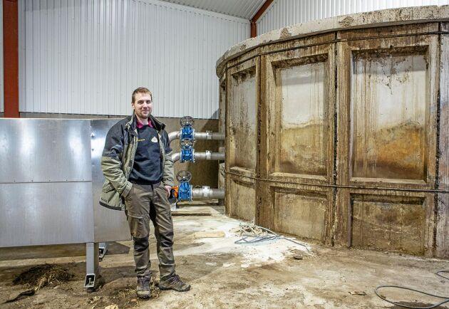 Andreas Markusson har byggt in den befintliga gödselbrunnen i byggnaden med biogasanläggningen.