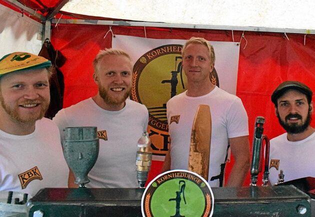 Ingemar Jönsson, Magnus Jönsson, Henrik Jönsson och David Ögren är fyra av delägarna i Kornheddinge Bryggkompani som förstås brygger öl på sin egen humle. Foto: Ronny Karlsson.