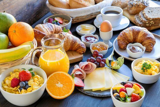 Forskare ifrågasätter nu tidigare teorier om att det är viktigt att äta frukost om man vill gå ner i vikt.