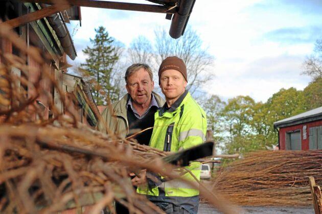 Pappa Sven Jönsson och sonen Erik Jönsson ser ljust på framtiden med de ekologiska plogpinnarna.