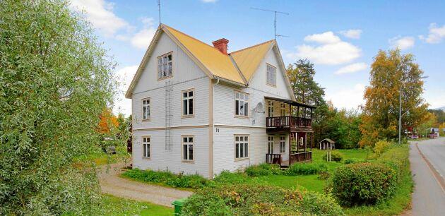 I Junsele i Sollefteå kommun kan du få en villa på 260 kvadratmeter med 10 rum för 450 000 kronor.