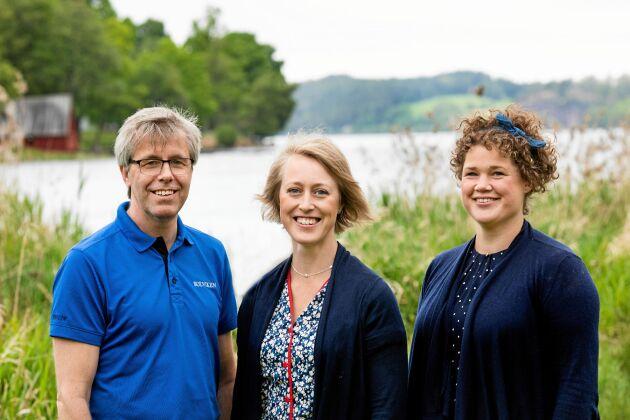 """Det viktigaste med """"Öl Inclusive"""" är att vi har så roligt, säger kompanjonerna och grannarna Elin Johansson, Elina Forsell och Peter Sterne. I bakgrunden sjön Sommen."""