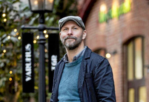 """""""Jag vill tro och hoppas att lyssnarna gillar att vi som sitter där och pratar om populärkulturella saker med stor entusiasm"""", säger Kalle Lind."""