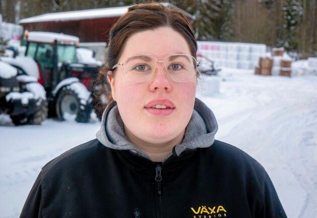 Jenny Sjöström tog studenten sommaren 2018 och har arbetet på gården sedan dess.