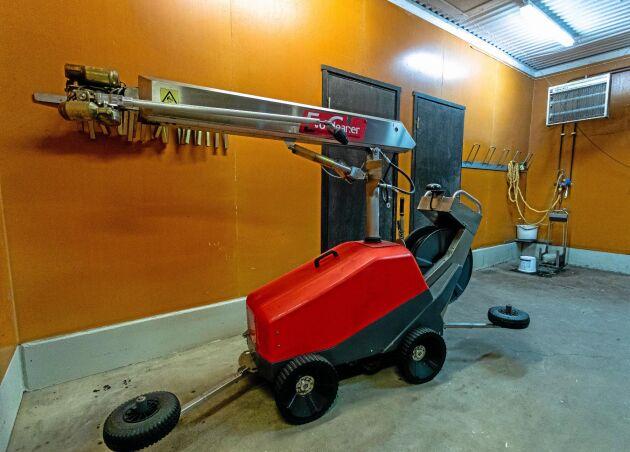 På anläggningen i Badene har man rengjort med tvättrobot i mer än tio år. Under fjolåret bytte företaget till en ny modell vilket halverade tidsåtgången.