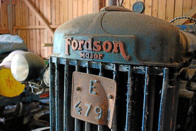 Fordson E27N var en uppgradering från Fordson N. I Sverige kallades E27N för Höglund. I Danmark kallades den Klodsmajor. Fanns med fotogenmotor och Perkins diesel.