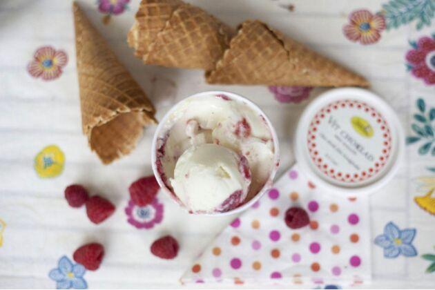 På Väddö gårdsmejeri blir det glass i stora lass.