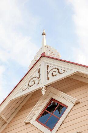 Detaljerna på kråkslottet gör villan ännu vackrare.