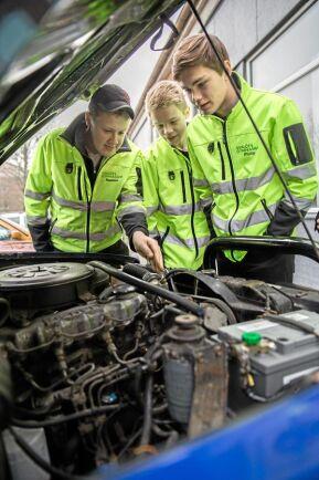 Tim Johansson, Rasmus Svensson, Andreas Edman, David Karlsson och Theodor Månsson går alla på lantbruksgymnasiet i Svalöv och kör Epa- eller a-traktorer.