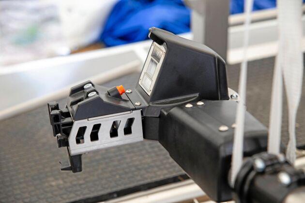 Precision. Med den nya kameratekniken och bildbehandlingen går det snabbare för systemet att hitta spenarna och sätta på kopparna.
