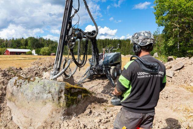 Till vardags jobbar Emil Friman på Uppländska Berg som med 100 anställda är ett av landets största företag inom berghantering.