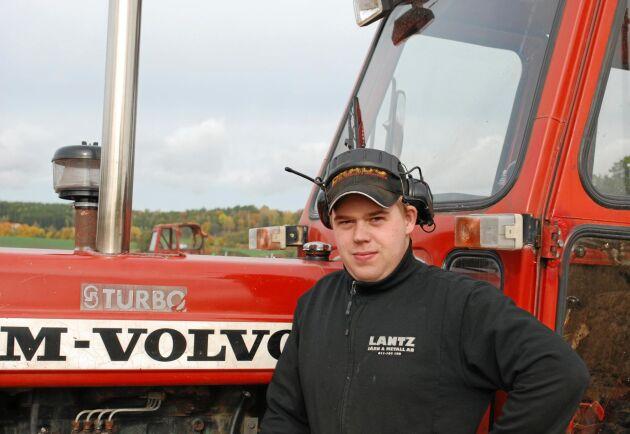 Olle Blomqvist är nöjd med sin T 650 Turbo och kör till exempel grus med den. Eller så plöjer han för nöjes skull.
