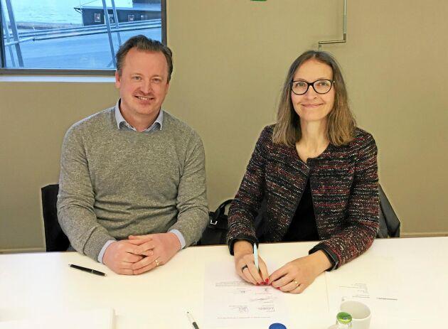 - Det känns spännande att få fortsätta utveckla det här tillsammans med LRF Media, säger Michael Wictor, VD, för Ehandel.se. Här tillsammans med Ann Henriksson, LRF Medias VD.