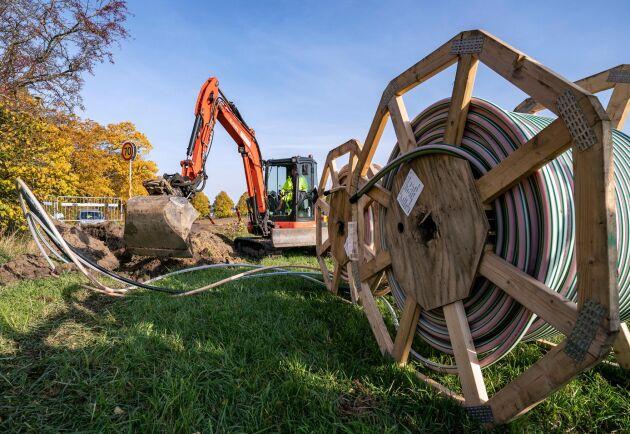 Grävarbete för att dra fiber är på gång på flera håll i landet, inte minst landsbygden. Men det går inte alltid snabbt. Arkivbild.
