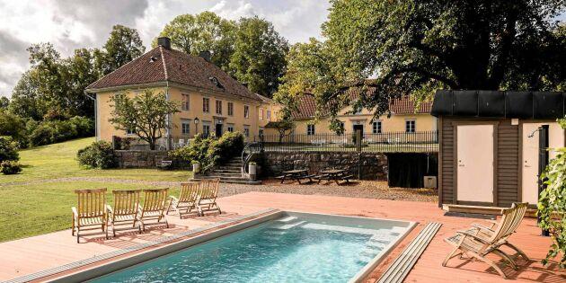 Siewert Öholms herrgård är till salu – med näckrosdamm, vinkällare & pool