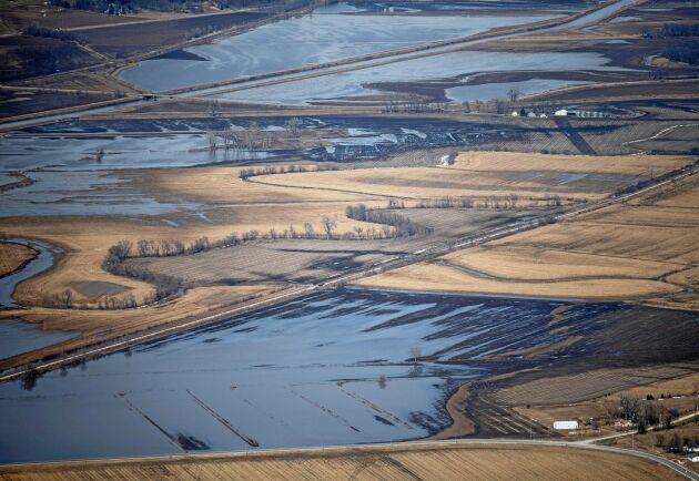 De stora översvämningarna har resulterat i fyra dödsfall.