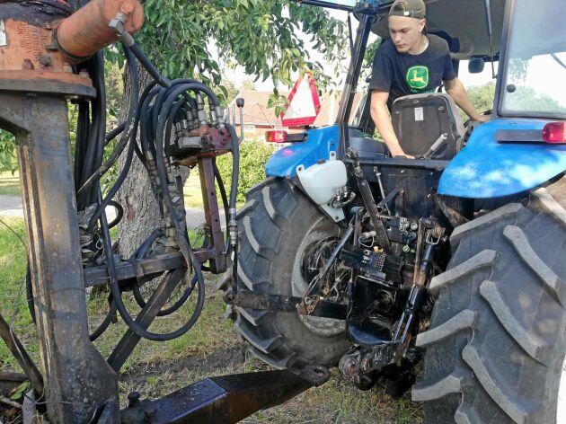 Emil Janssons tävlingsidé handlar om att utveckla en digital våg till traktorns hitchkrok för att kunna bedöma vikten på släpet.