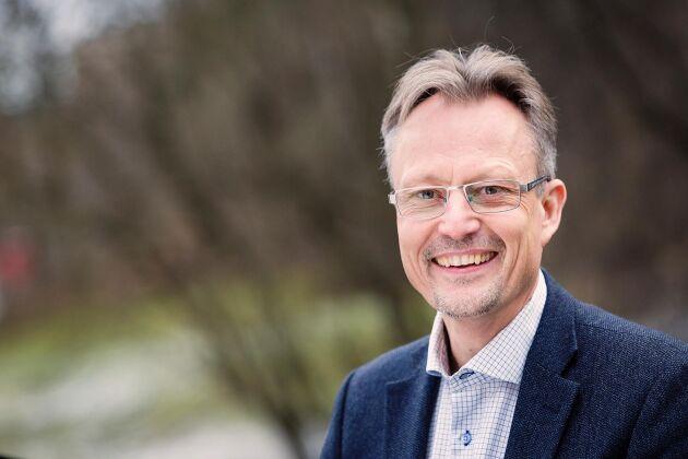 Henrik Brundin, vice vd för Vi-skogen, tror på möjligheterna i att kombinera trädplantering och hållbart jordbruk.