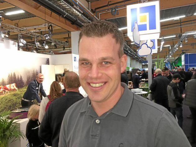 Jonas Hultberg samlade in kunskap om solel på Elmias teknikvandring.