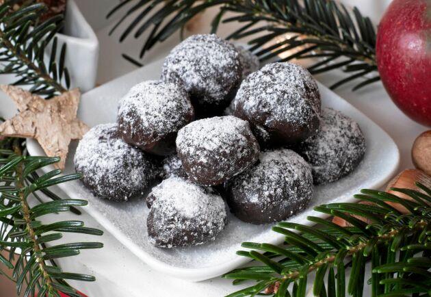 Även den som normalt inte tar dessert kommer bli förtjust i dessa små chokladtryfflar.