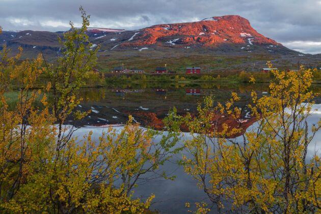 I böckerna om Rebecka Martinsson följer vi den roliga polisduon Anna-Maria och Sven-Erik i underbart vackra Kiruna.
