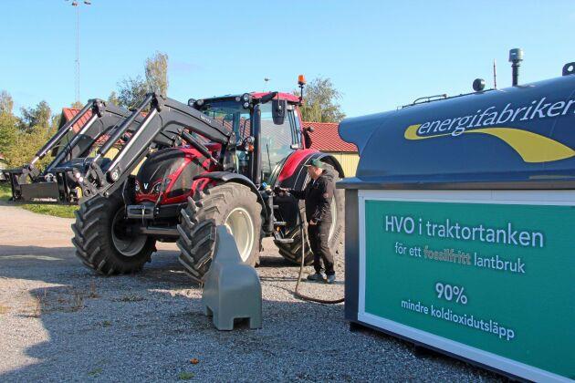 Bränslet levereras till gården av HVO-återförsäljaren Energifabriken.
